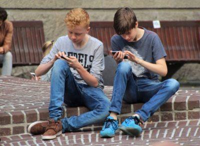 Ados accros au smartphone