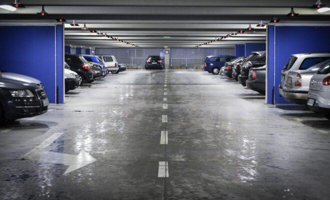voiture dans un parking
